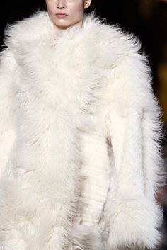 See detail photos for Stella McCartney Fall 2015 Ready-to-Wear collection.