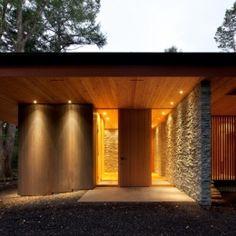 Classic House Design, Minimalist House Design, Minimalist Home, Japanese Architecture, Architecture Design, Entrance Lighting, Style Japonais, Japanese Modern, Hawaii Homes
