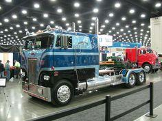 Peterbilt 352 Old Pickup Trucks, Big Rig Trucks, Semi Trucks, Cool Trucks, Tow Truck, Peterbilt 379, Peterbilt Trucks, Custom Big Rigs, Custom Trucks