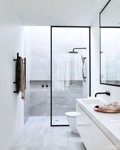 trendy bathroom design black and white modern Modern Bathroom Design, Bathroom Interior Design, Bathroom Designs, Modern Bathrooms, Home Interior, White Bathroom, Master Bathroom, Master Baths, Mirror Bathroom