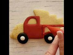 Little red Christmas truck Christmas Tree Cookies, Iced Cookies, Royal Icing Cookies, Holiday Cookies, Frog Cookies, Christmas Red Truck, Cookie Tutorials, Christmas Baking, Xmas Food