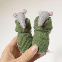 Rats in green Sock Toys, Teddy Toys, Felt Toys, Fabric Animals, Sock Animals, Handmade Baby Gifts, Handmade Toys, Pet Organization, Doll Maker