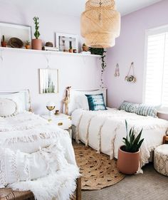 3 Rules to a Lavender Inspired Bedroom – Anita Yokota – Home Decor Accents – einrichtungsideen wohnzimmer My New Room, My Room, Dorm Room, Living Room Decor, Bedroom Decor, Bedroom Shelves, Deco Studio, Dressing Room Design, Ideas Hogar