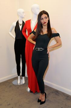 Victoria Justice took the mannequin challenge to the next level during the Lord & Taylor Stamford Grand re-opening celebration in Stamford, Connecticut. Victoria Justice, Celebrity Photos, Celebrity Style, Vicky Justice, Look Fashion, Fashion Outfits, Looks Black, Famous Girls, Lord & Taylor
