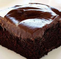 This Italian chocolate craving cake is ideal for all chocolate lovers! So rich, so creamy…simply delicious! Plus, really easy to prepare. Here is the recipe:Ingredients:For the cup flour Chocolate Buttercream Recipe, Amazing Chocolate Cake Recipe, Best Chocolate Cake, Chocolate Flavors, Chocolate Desserts, Craving Chocolate, Chocolate Chips, Chocolate Cupcakes, Italian Chocolate Cake Recipe