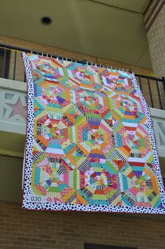 Taylor Made : Airing of the Quilts 2013 Circle Quilts, Hexagon Quilt, Traditional Quilts, Modern Traditional, Six Sided Shape, Rose Patches, Spider Webs, String Quilts, Scrappy Quilts