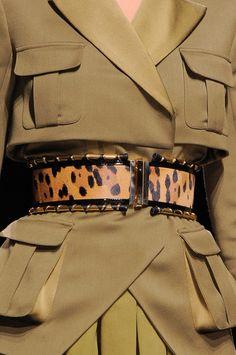 Balmain at Paris Fashion Week Fall 2014 - Details Runway Photos Runway Fashion, High Fashion, Womens Fashion, Safari Outfits, Safari Chic, Fashion Details, Fashion Design, Style Fashion, Military Fashion