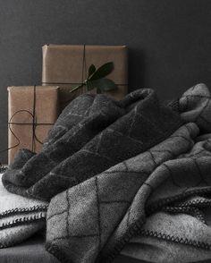 Dagens lucka: Pläd i 100% ull, pläden kommer från en miljösäkrad produktion i Nya Zeeland. Finns i två färger. ⠀ 499 kr⠀ ---⠀ Daily offer:  Blanket in 100% wool. The wool is from an environmental assured production in New Zeeland. ⠀ 54,90 €⠀ ⠀ #granitway⠀