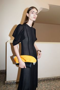 See the complete Victoria Beckham Resort 2018 collection.