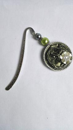 Beau marque page argenté et vert clair avec des capsules de café Nespresso recyclées motifs fleurs : Marque-pages par miss-perles