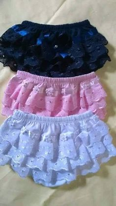 US Infant Baby Girls Ruffle Cupcake Diaper Cover Bloomer Shorts Outfits Clothing Little Girl Dresses, Girls Dresses, Baby Dress Patterns, Sundress Pattern, Baby Sewing Projects, Baby Bloomers, Baby Pants, Sewing Clothes, Kids Outfits