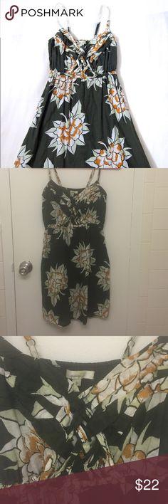 Porridge green floral sun dress Beautiful pattern, adjustable straps, pleated front, elastic waist. Porridge. Anthropologie Dresses