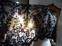 Encaje antiguo parte de mantilla de seda, 1890, 125 x 75 cm, 30 € + 4 €