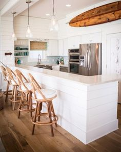 13 Gorgeous Decor Ideas for Your Thoroughly Non-Tacky Beach House via @PureWow
