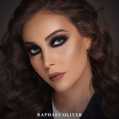 Smokey Eyes Black + Marsala Lips  Model: Aline De Lara / Hair: @olivermaisa www.raphaeloliver.com.br/cursos  assessoriaraphaeloliver@gmail.com / 63 99226-7491 #raphaeloliver #beauty #makeup #job