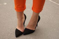 Pointy black pumps