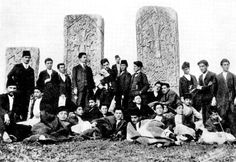 Hulvenk köyü haçkarları ve Harput Koleji öğrencileri.Ermeni kültürnde önemli bir yere sahip işlenmş anıtsal taşlardır. Armenian People, Old Pictures, Old Photos, Vintage Photos, Kurdistan, Saint Georges, Ottoman Empire, Middle Ages, History