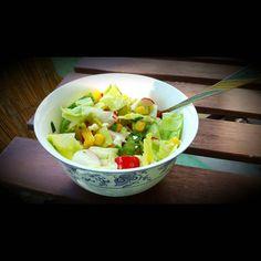 Sommerliche Mittagspause  #salat #food #summer #sommer #essen #mittag #grün