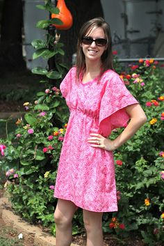 Ekkk, have the perfect fabric for this already!! Looks super easy! Grits & Giggles: Mommy's Swim Cover-Up {Tutorial}