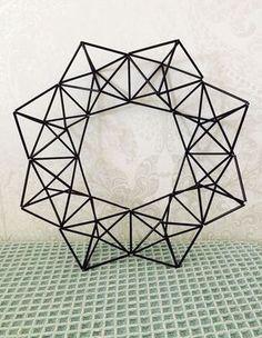 Tämä on ehkä kivointa mitä voit pilleistä ja metallilangasta tehdä. :-) Näyttää varmasti upealta myös valosarjan kera. 1. P...