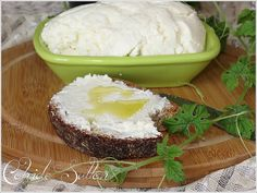 Ev Yapımı Labne Peyniri Butter Cheese, Wine Cheese, Easy Delicious Recipes, Yummy Food, Homemade Cheese, Breakfast Items, How To Make Cheese, Turkish Recipes, Kefir