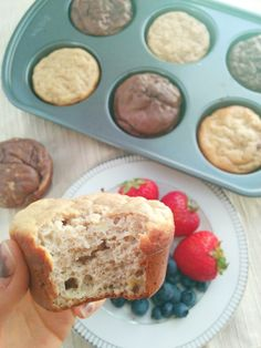 These deliciously moist 50 calorie banana bread protein muffins are the perfect additions to any lunchbox and are perfect to have as a snack! Muffin Recipes, Baking Recipes, Skinny Protein, Banana Protein Muffins, Vancouver Food, Slimming Eats, Vegan Protein Powder, Yummy Mummy, Nut Free