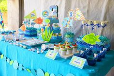 http://www.karaspartyideas.com/2012/05/rainbow-fish-3rd-birthday-party.html#  logan likes this