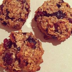52 calorie honey/oat/cranberry cookies with dark chocolate chips! Instagram @fit_healthy_happy88Click for Recipe!