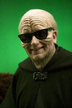 Buen fin de semana a todos!. El verano ya se percibe en el aire, en toda la galaxia, y hasta el emperador Palpatine está preparado para disfrutarlo. El el rodaje de Star Wars III -La venganza de los Sith- (2005)