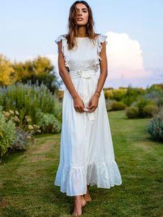 Cet été, on use et abuse des longues robes blanches !