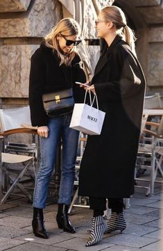 Winter Street Style Outfits To Keep You Stylish And Warm - Season Outfit Winter Mode Outfits, Winter Fashion Outfits, Warm Outfits, Fashion Spring, Capsule Wardrobe, Winter Stil, Black Women Fashion, Womens Fashion, Facon