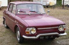 Renault 10 Major au rouge bordeaux fatigué.
