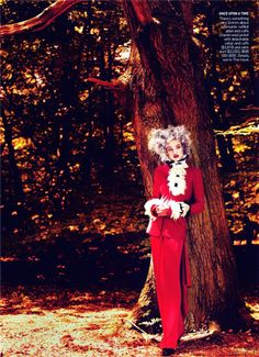 Fairytale Fashion Shoots - For the September issue of Vogue, model Natalia Vodianova went into the woods with photographer Mert Alas and Marcus Piggott for the 'Into the. Natalia Vodianova, Lady Gaga, Fashion Shoot, Editorial Fashion, Fashion Gallery, Editorial Photography, Fashion Photography, Narrative Photography, Alas Marcus Piggott