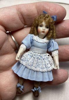 Miniature Dolls, Crochet Clothes, Hand Crochet, Flower Girl Dresses, Miniatures, Antiques, Wedding Dresses, Artist, Handmade