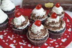 Cupcake foresta nera Mini Cupcakes, Muffin, Desserts, Food, Tailgate Desserts, Deserts, Essen, Muffins, Postres