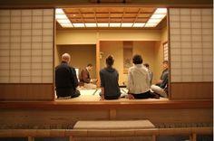 Ausschnitt einer Teezeremonie im Teeraum Bôki des Museums für Asiatische Kunst
