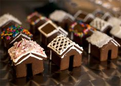 Adorable and oh-so-tasty, these gingerbread house mug toppers are just what you need to cap off your holiday beverages.