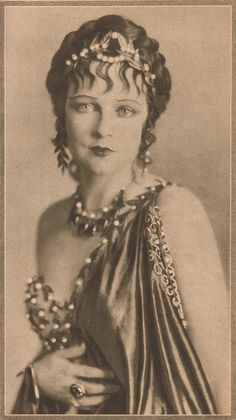Jacqueline Logan silent movie star in the - Beauty will save Vintage Glamour, Vintage Beauty, Vintage Ladies, Vintage Fashion, Edwardian Fashion, Gothic Fashion, Fashion Beauty, Silent Film Stars, Movie Stars