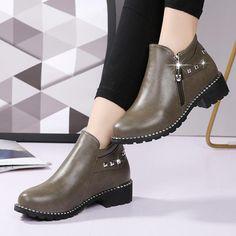 9e394fce7002a1 Satın al moda kış ayakkabıları kadınlar sıcak peluş iç ayak bileği için kar  çizmeleri perçinler fermuar