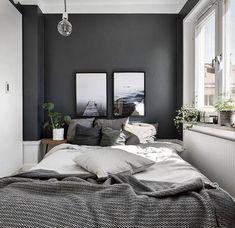 Dormitorio pintado con colores oscuros