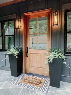 Modern Farmhouse Porch, Farmhouse Front Porches, Farmhouse Style, Craftsman Style Porch, Modern Porch, Farmhouse Remodel, Kitchen Remodel, Front Door Design, Front Door Decor