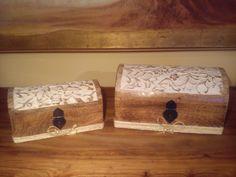 Scatole in legno recuperate, intagliate e decapate con colore ad acqua.