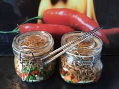 Noodle Pot -Its a great idea for quick office lunches that can be made in bulk and are good to refrigerate for 5 days. I make mine on a Sunday evening and get them lined up for the week. Healthy Lunches For Work, Make Ahead Lunches, Snacks For Work, Lunch Snacks, Healthy Snacks, Healthy Recipes, Diet Recipes, Mason Jar Lunch, Mason Jar Meals