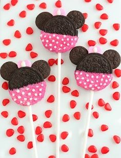 Cute idea for little girls birthday theme: Minnie Mouse!