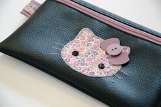 When Hello Birdie meets Hello Kitty Chat Hello Kitty, Word 2, Liberty Print, Liberty Of London, Zipper Pouch, Pouches, Sewing Crafts, Coin Purse, Craft Ideas