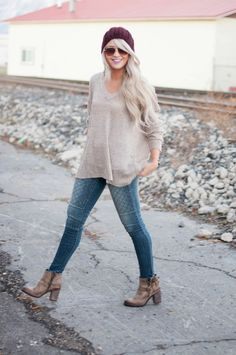 Love this outfit. Denim + Oatmeal fine knit jumper + ankle boots. ♥