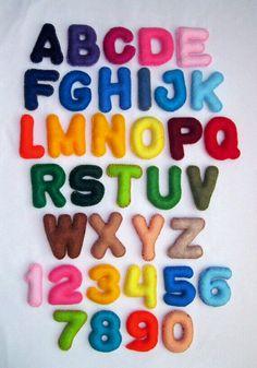 Vilten letters met een magneet erin.