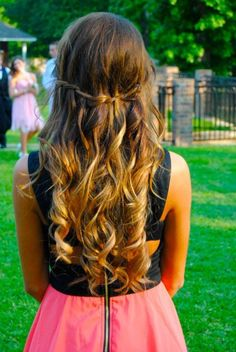 Ombre hair with curls. Can I just borrow her hair for one day? And her dress. Love Hair, Gorgeous Hair, Amazing Hair, Tips Belleza, Look Chic, Hair Day, Prom Hair, Homecoming Hair, Wedding Hair