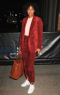 5 Genius Sneaker Outfit Ideas We're Copying From Tracee Ellis Ross - Consider wearing a pair of sneakers with a trouser suit—the perfect business-meets-casual outfit - Sneaker Outfits, Sneakers Outfit Summer, Sneakers Fashion Outfits, Casual Outfits, Fashionable Outfits, Slip Ons Outfit, Tracee Ellis Ross, Sneakers Looks, Inspiration Mode