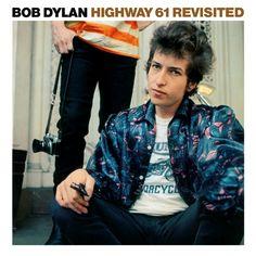 """Eran tiempos vertiginosos. En dieciocho meses (tras su accidente) Dylan se había transformado: el cantante acústico de folk de protesta de """"The Times They Are A-Changin'"""" (Columbia, 1964) se había convertido, a través de """"Highway 61 Revisited"""" (Columbia, 1965), en un poeta beat eléctrico de pelo alborotado y agitado por el speed"""